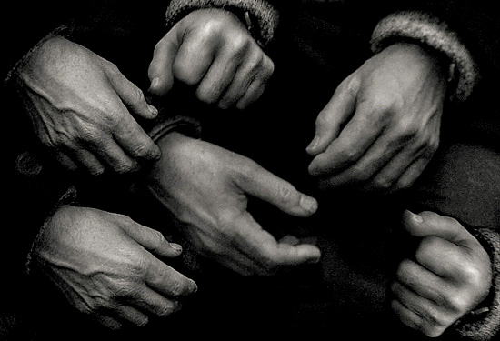 author: paulo rodrigues title: Full of Hands